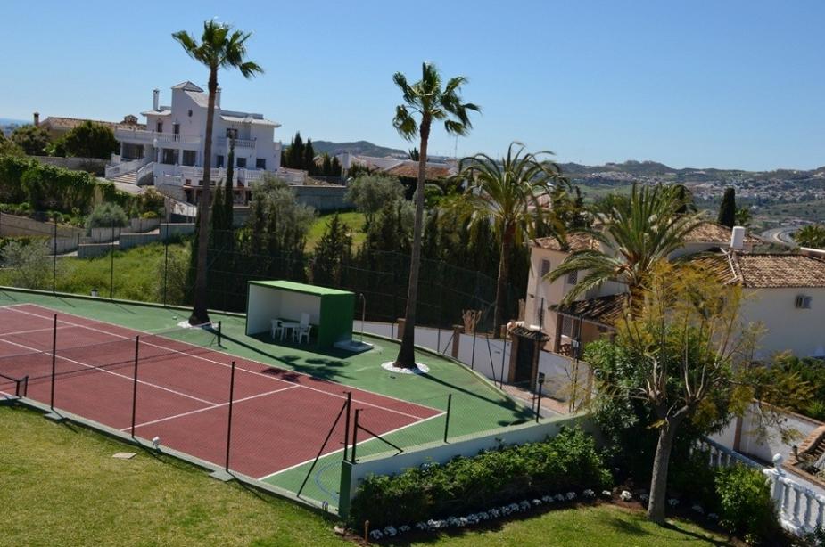 VLA tennis court