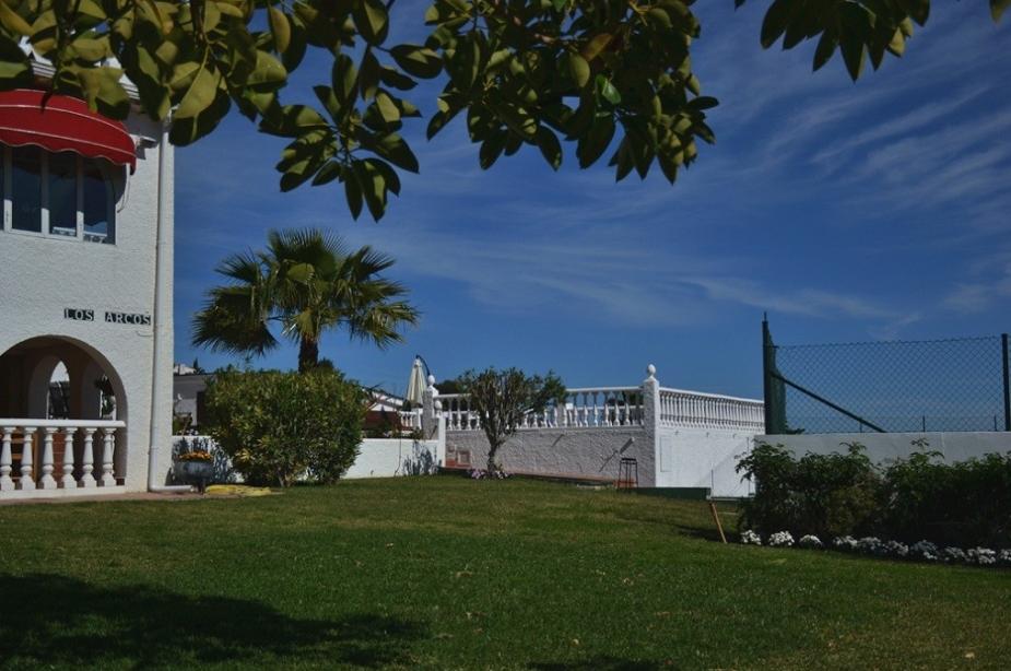 Villa Los Arcos garden