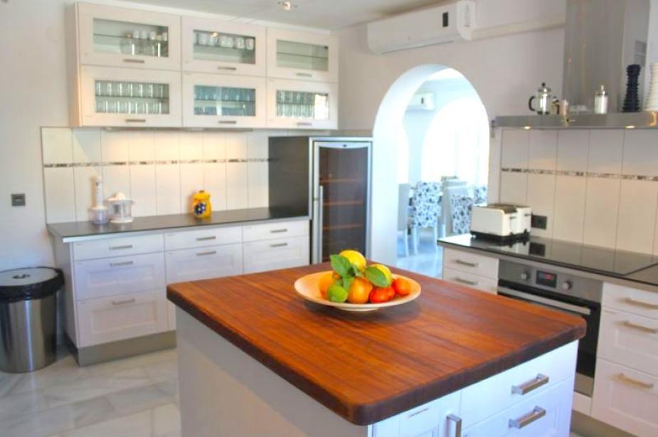 Villa Los Arcos kitchen 2