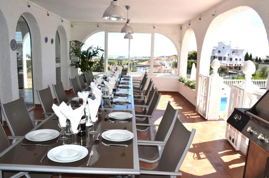 Villa Los Arcos terrace dining