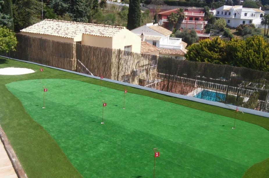 Villa los Arcos golf green