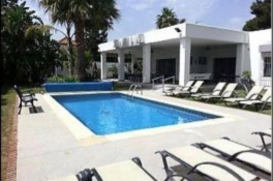 Villa Vega pool4