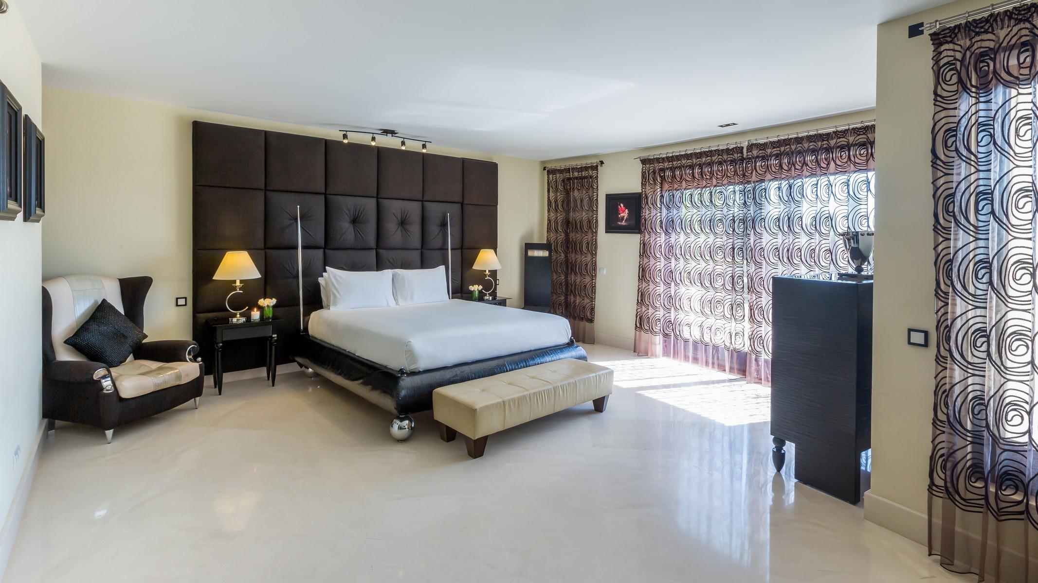 18-villa-el-cano-master-bedroom-ground-floor
