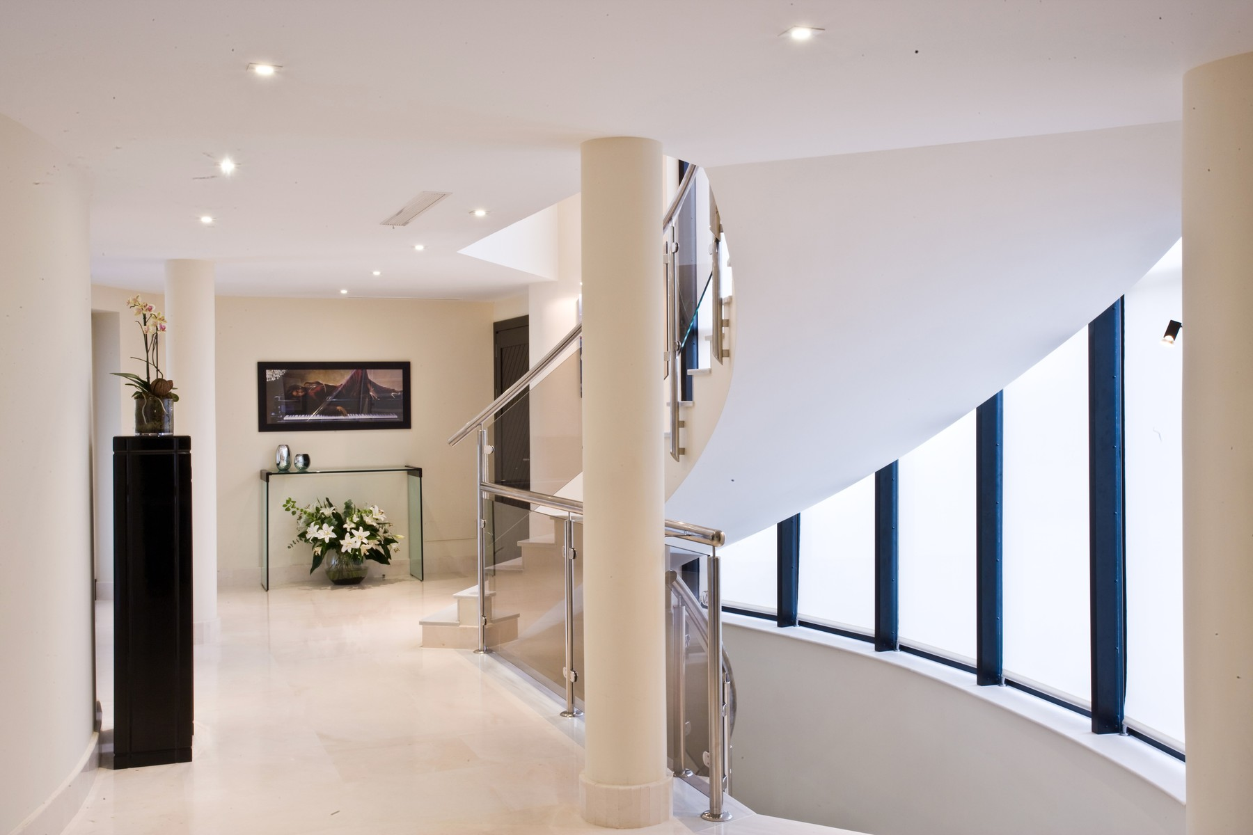 21-marbled-landing-with-sweeping-staircase
