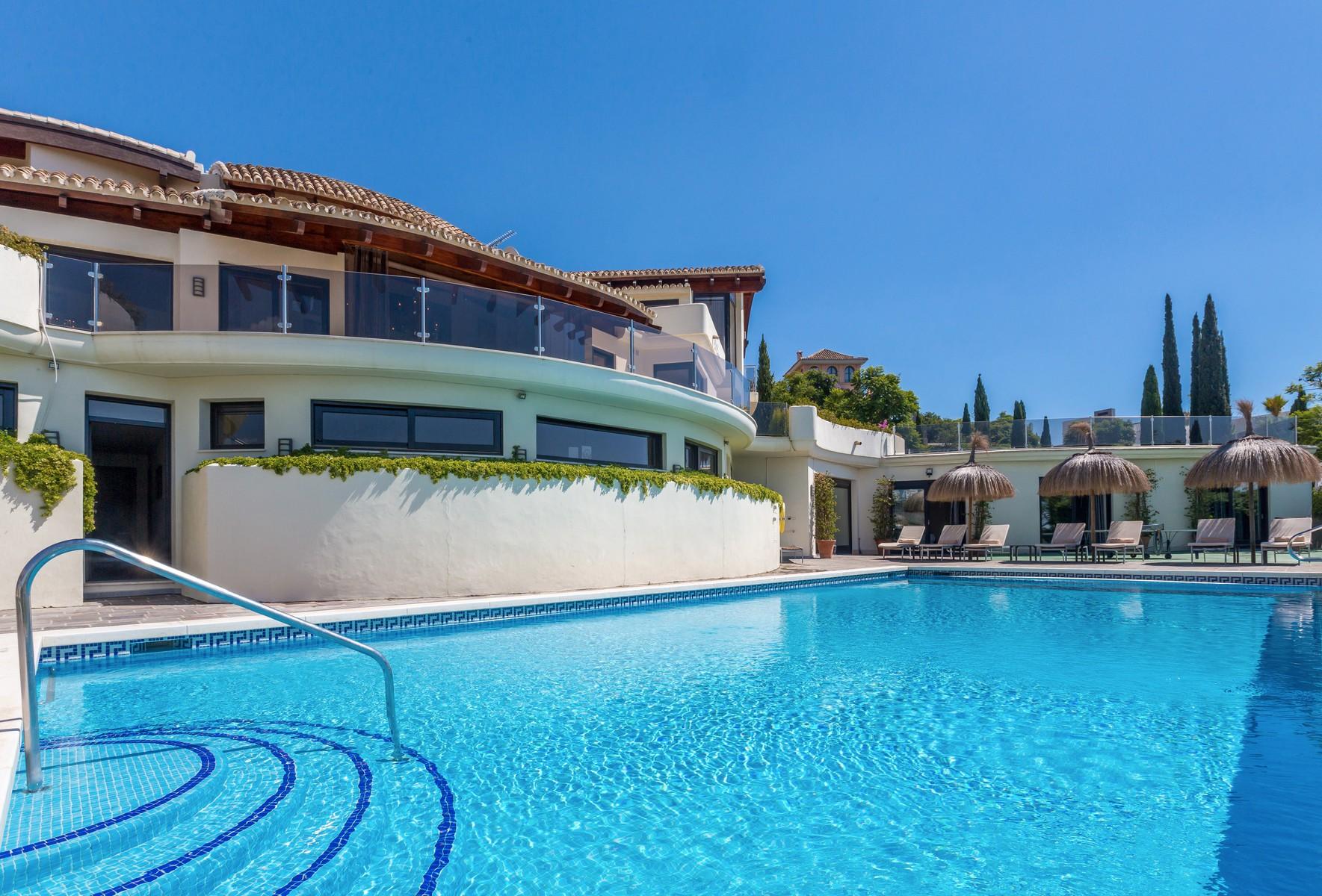 4-villa-el-cano-exterior-pool-3