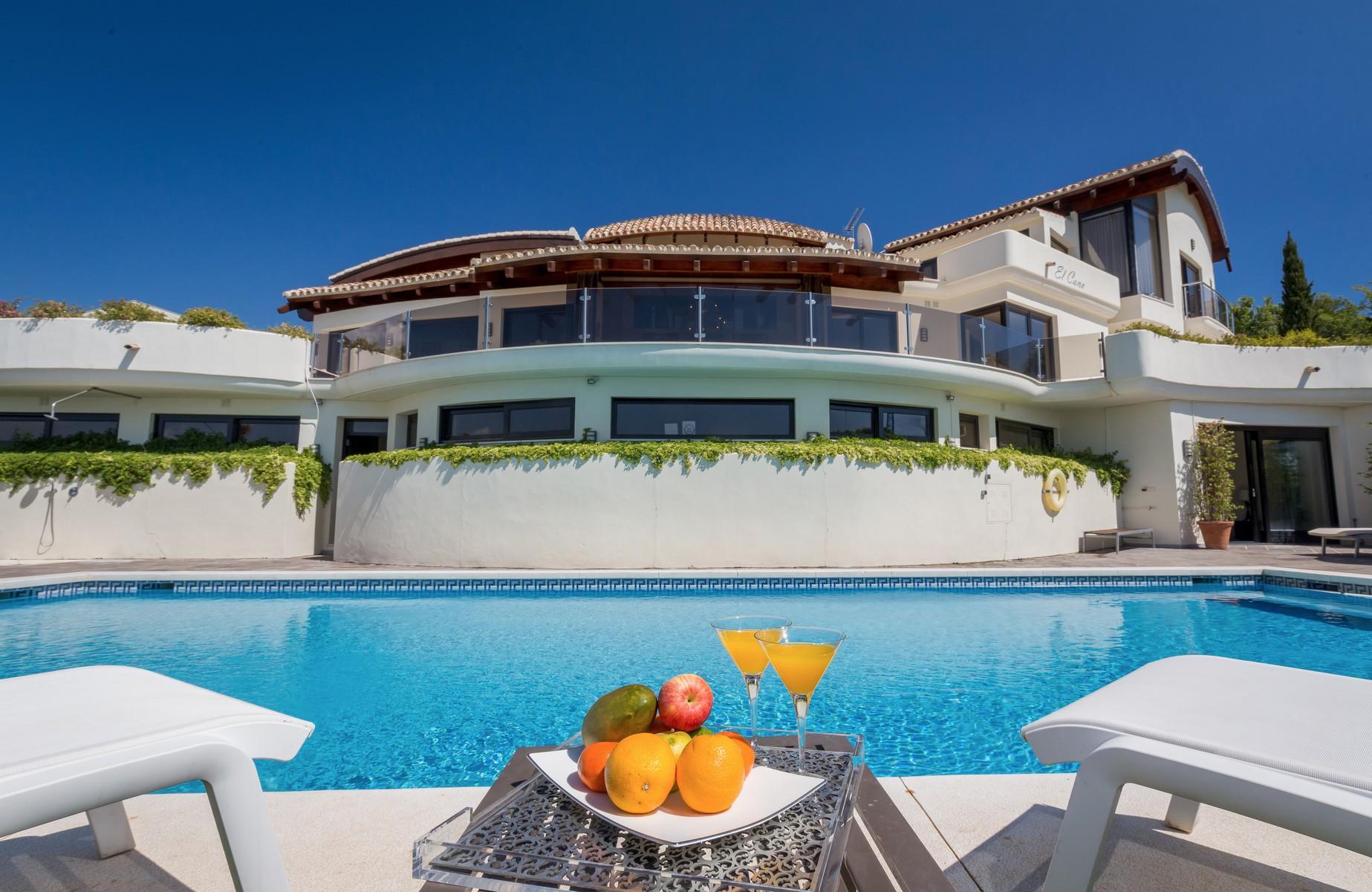 6-villa-el-cano-exterior-pool-finer-detail-3