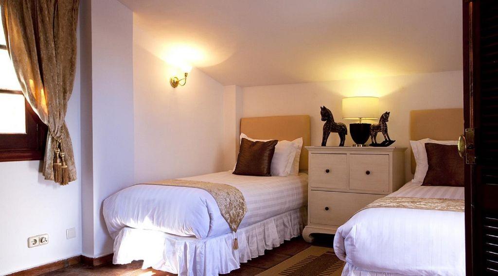 lara bedroom 2