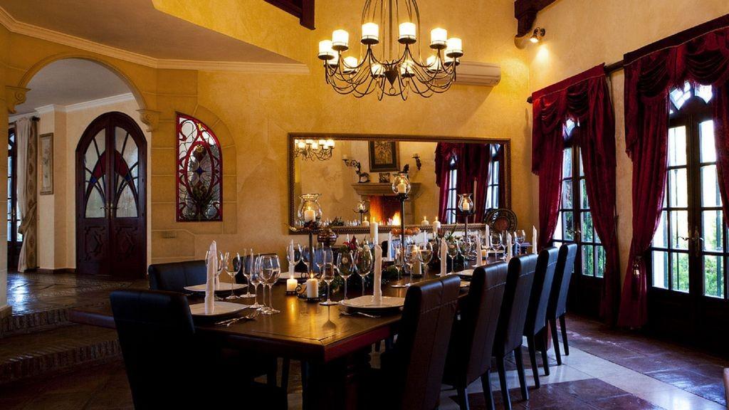 lara grand dining
