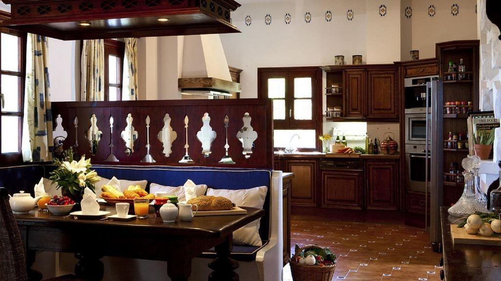 lara kitchen