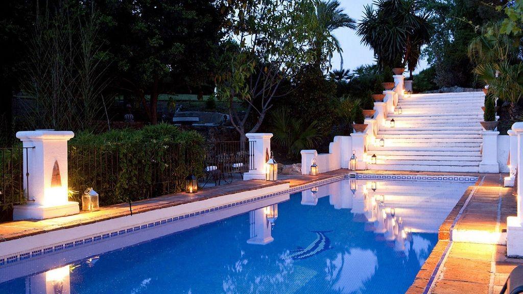 lara pool