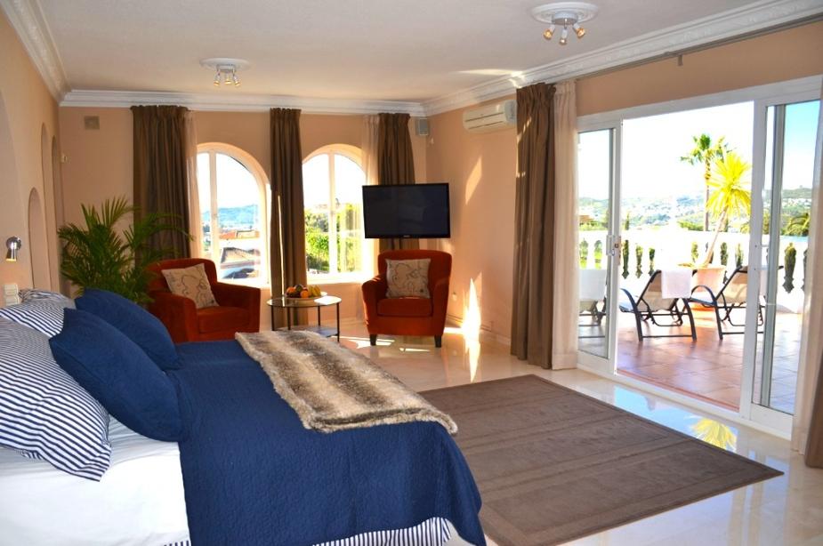 Villa Los Arcos master bedroom 2