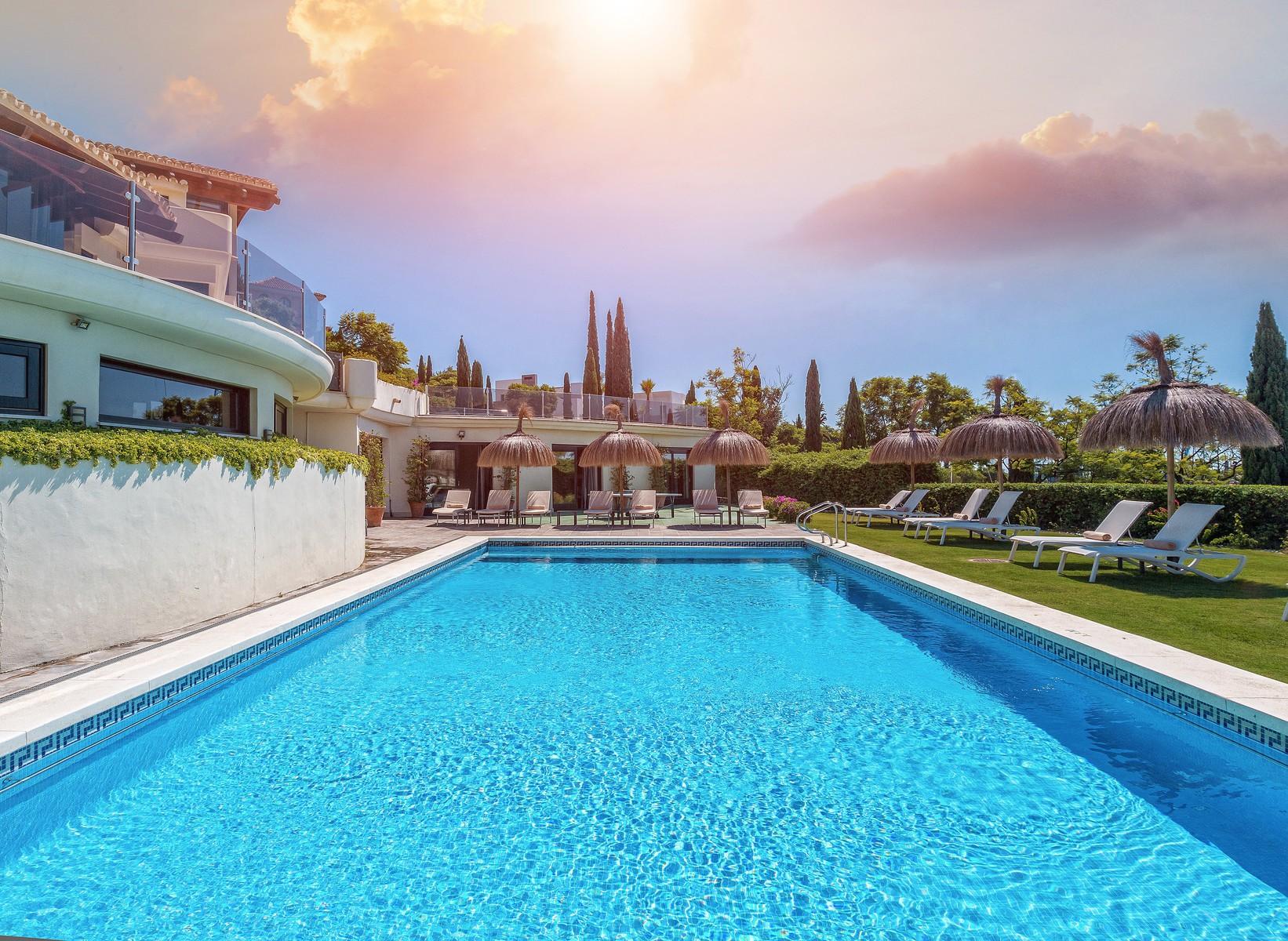 2-villa-el-cano-exterior-pool-1