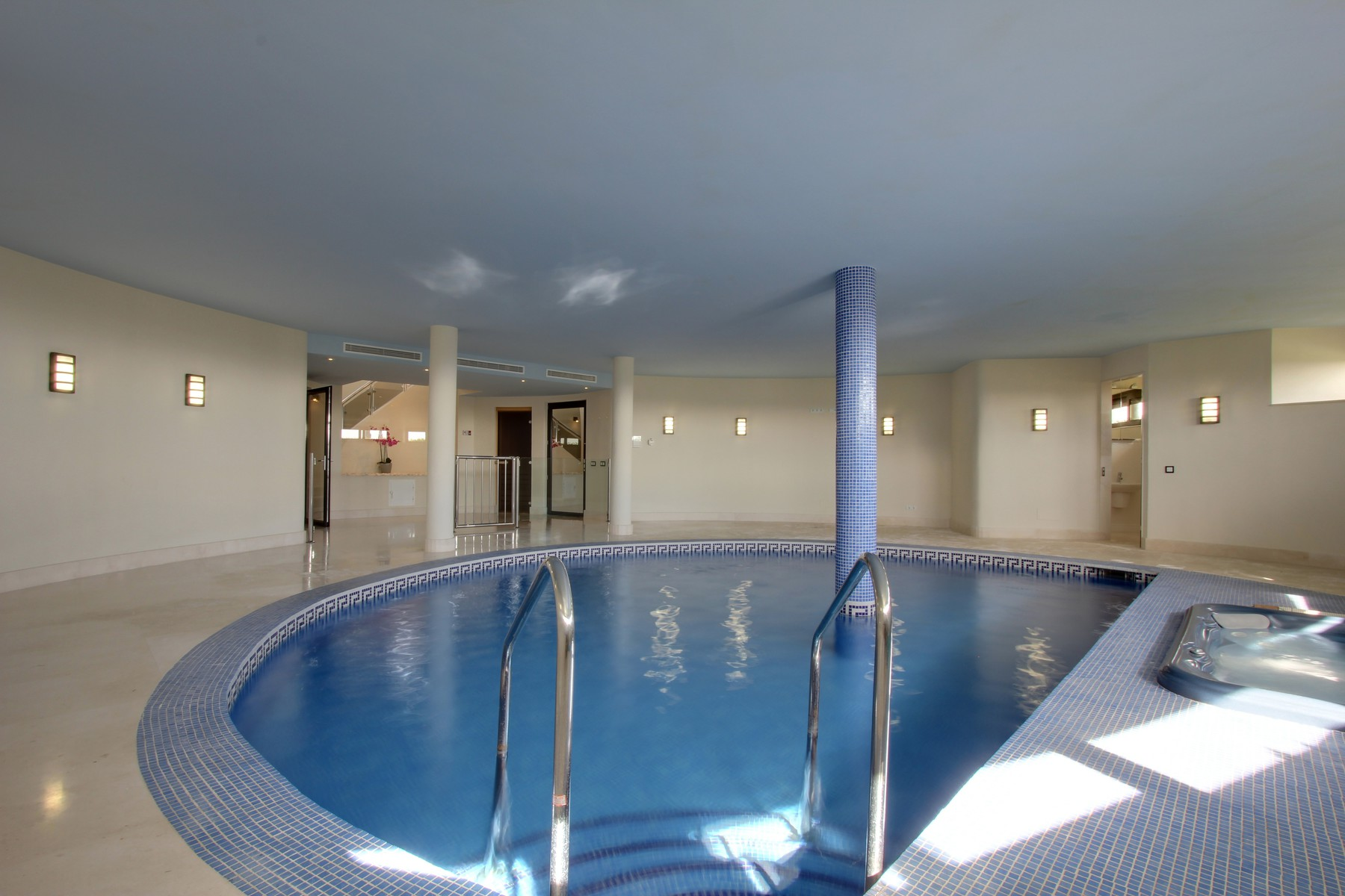 23-indoor-swimming-pool