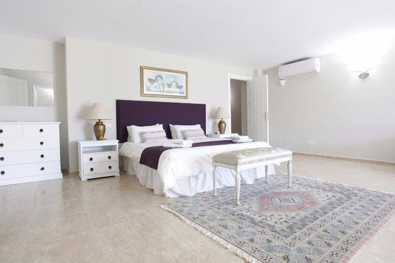 Villa Rica bedroom 17