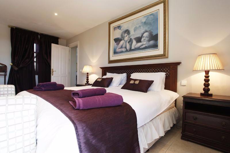 Villa Rica bedroom master 2
