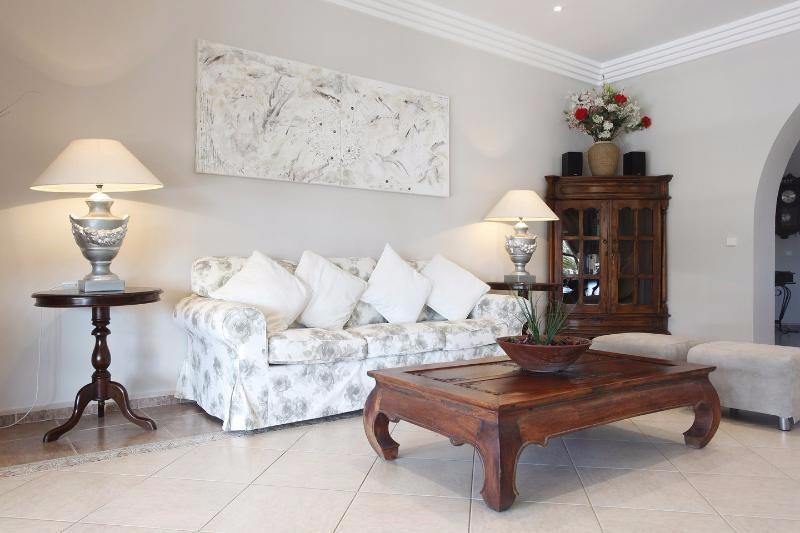 Villa Rica lounge 4