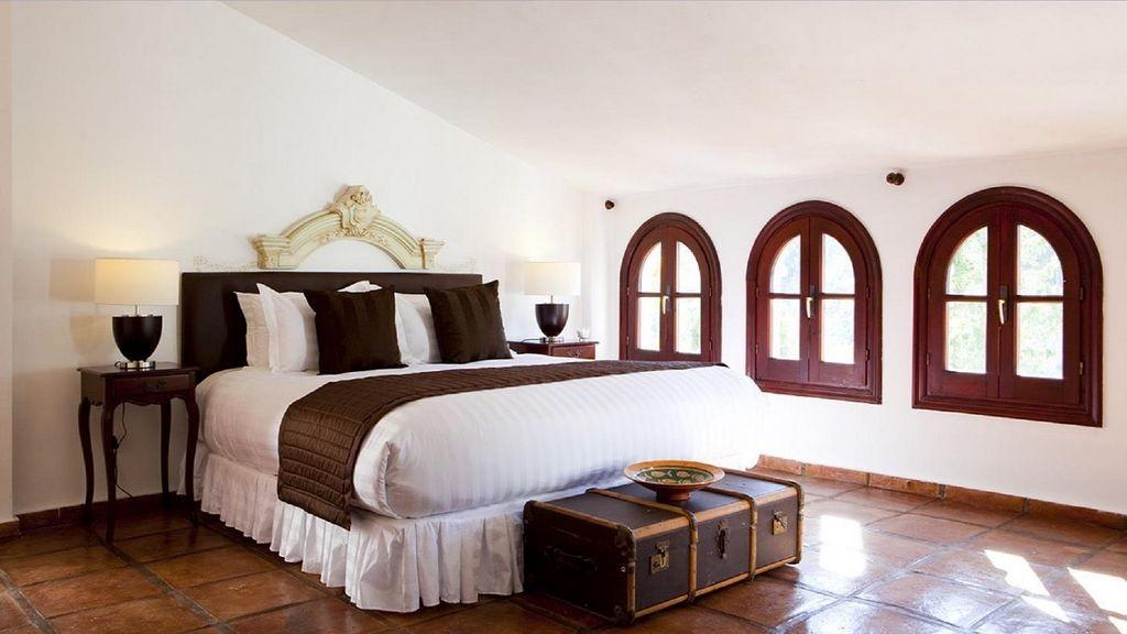 lara bedroom 4