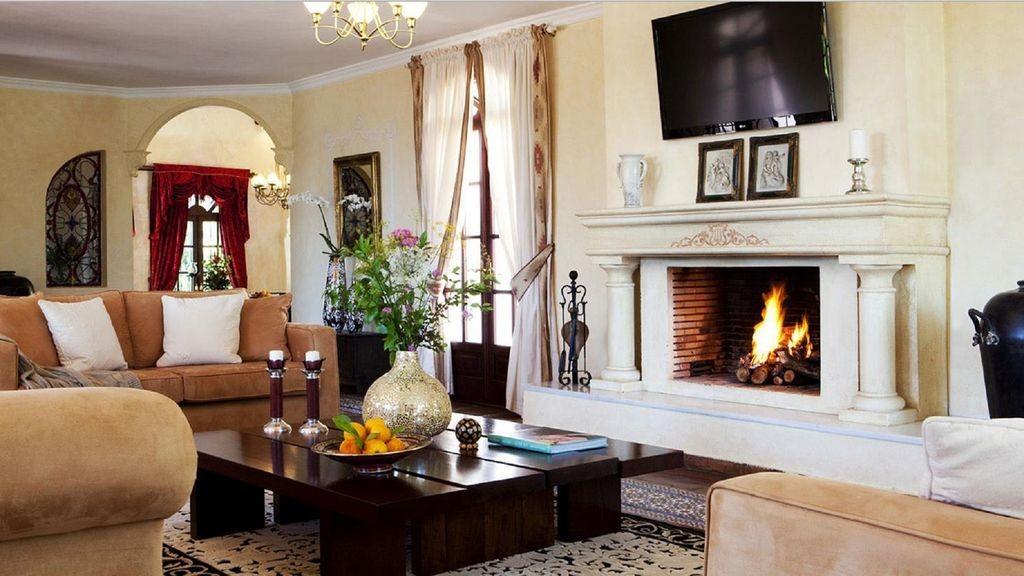 lara lounge