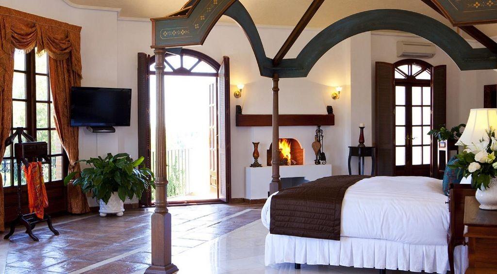 lara master suite
