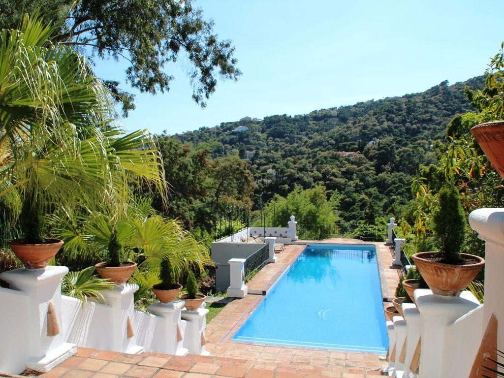 lara pool view