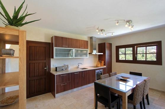 0270-GHF_Luxury_Private_Studio_Kitchen(1)
