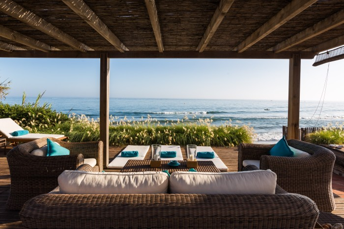 This image has an empty alt attribute; its file name is Marbella-holiday-villa-27-bedrooms-beach-house-2-700x467.jpg
