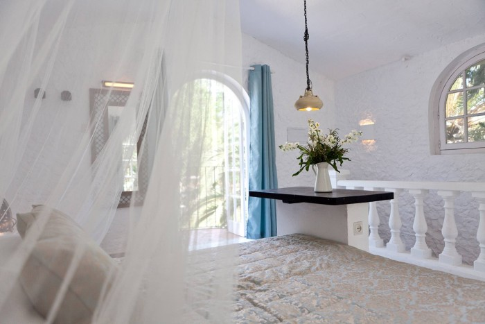 This image has an empty alt attribute; its file name is Marbella-wedding-villa-7-700x467.jpg
