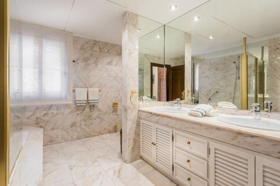 Holidays in Marbella Villa Blanca 24