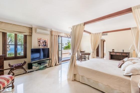 Holidays in Marbella Villa Blanca 25