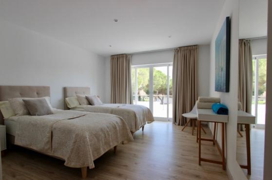 Villa Domino Elviria twin bedroom 3