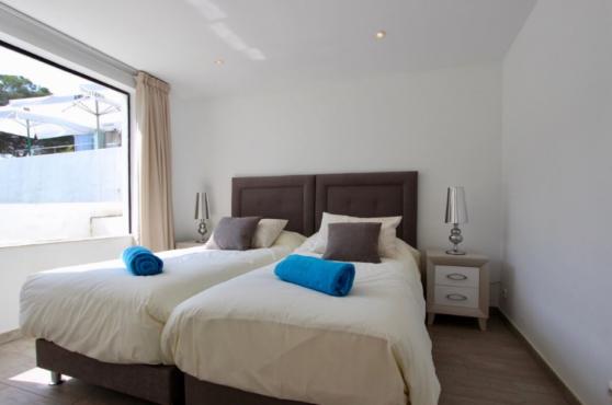 Villa Domino Elviria twin bedroom